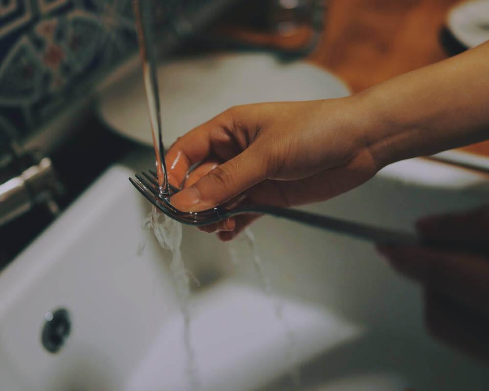 pranje-sudova-viljuška
